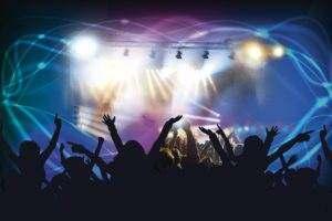 Agregaty prądotwórcze zasilają sceny na koncertach w bardziej odległych lokalizacjach, a nawet w miastach, jeśli sieć energetyczna nie jest w stanie wytrzymać wymaganego obciążenia.