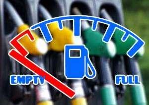 Pamiętajmy, żeby zawsze przed uruchomieniem agregatu sprawdzić poziom oleju oraz paliwa.