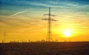 Duże agregaty, oraz te połączone w sieci są w stanie dostarczyć ilość prądu porównywalną z linią wysokiego napięcia