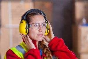 Przy doborze odpowiedniego agregatu warto wziąć pod uwagę wymogi dotyczące poziomu hałasu i podzielić się nimi z naszymi doradcami