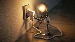 Skutki wahań napięcia mogą być przeróżne, od migotania żarówek, po uszkodzenie urządzeń elektrycznych